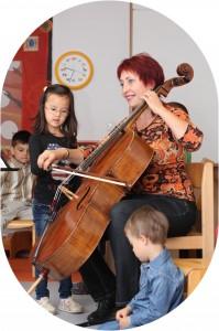 Lena mit Kindern 2